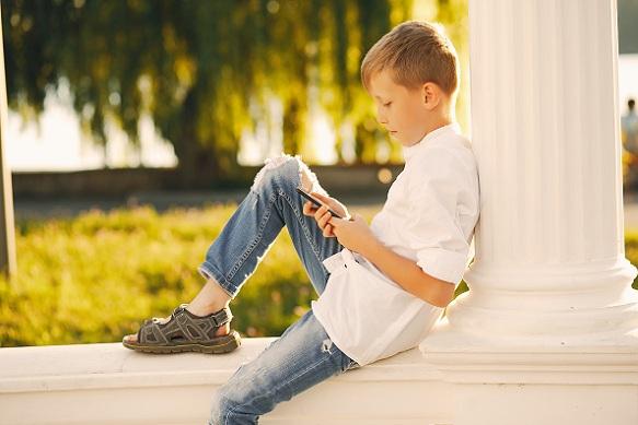 智能電話如何降低青少年智慧,變得蠢鈍?